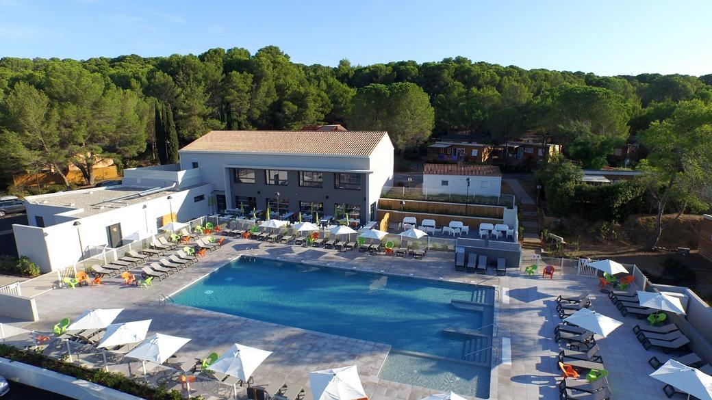 Le village Montagnac-Méditerranée dans l'Hérault a été entièrement rénovée en 2014 et dotée d'une piscine extérieure chauffée.