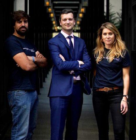 De gauche à droite : Benoît Formet, co-fondateur de Racing for the Oceans, Charles-Etienne de Corson ancien directeur de l'hôtel et Marine Pescot, cofondatrice de Racing for the Oceans